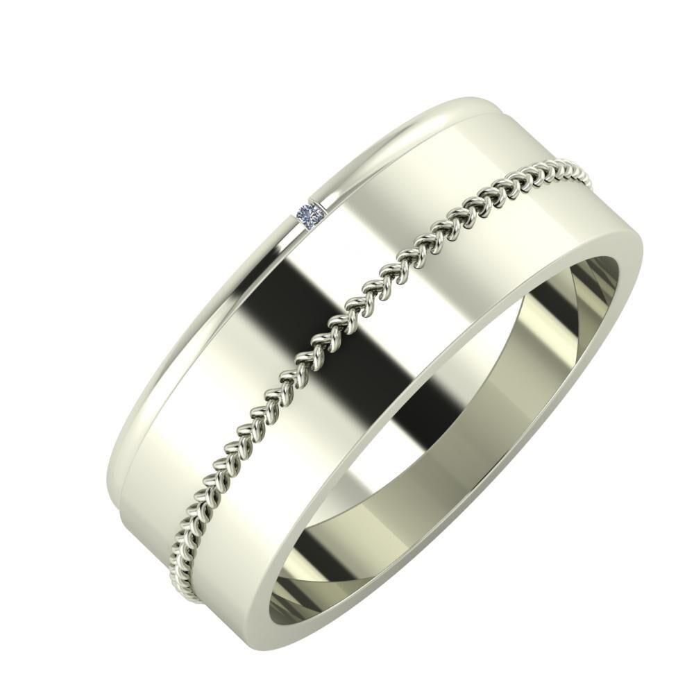 Adalind - Áfonya 7mm 18 karátos fehér arany karikagyűrű
